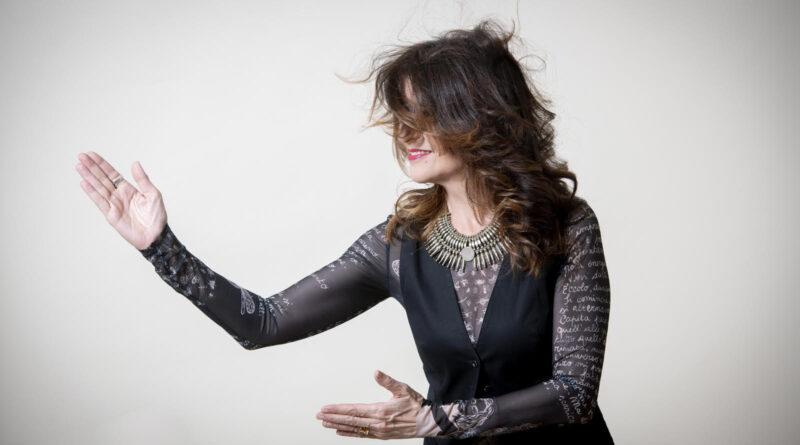 """Maria Pia De Vito ripubblica con la sua nuova etichetta il capolavoro """"Tumulti""""."""